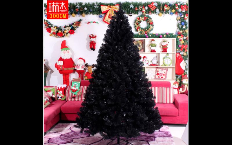 Pohon Natal Warna Hitam Tahun Ini Kian Disukai Ingin Coba