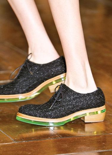10 Sepatu Wajib Punya