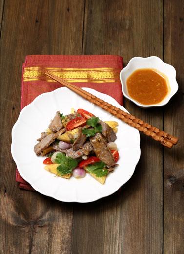 Salad Daging Sapi dan Nanas