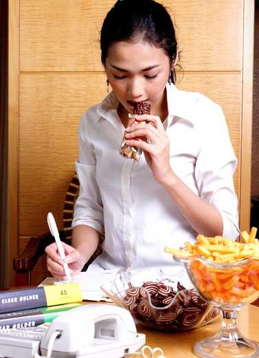 5 Faktor Pemicu Kecanduan Makan