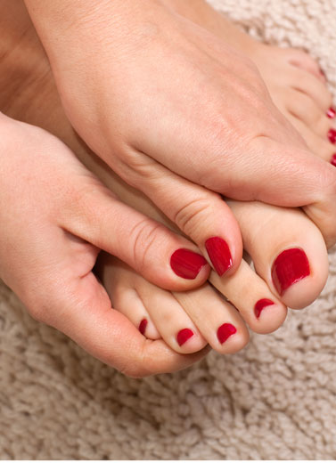 Можно ли в роддом с нарощенными ногтями