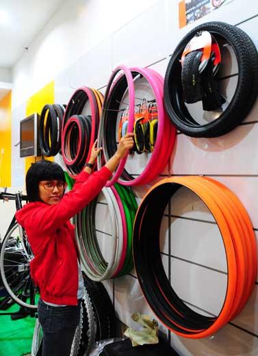Wanita Bersepeda, Kenapa Tidak?