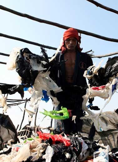 Waspada Sampah Plastik 'Membungkus' Bumi!