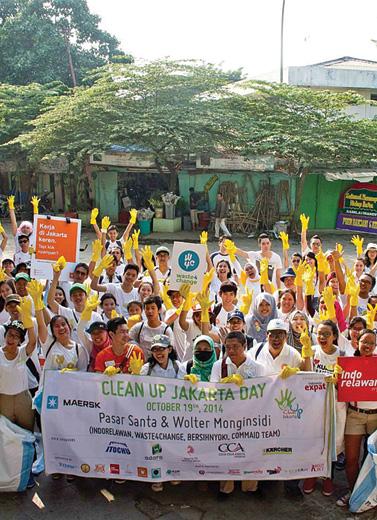 Karena Pembiaran, Cerita Para Relawan Sampah