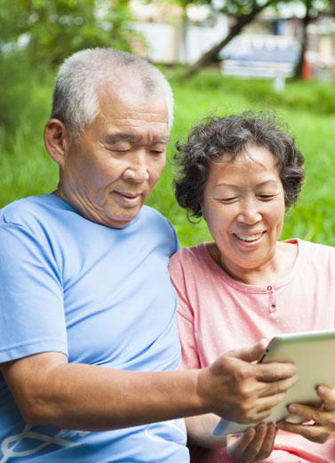 Manfaatkan Teknologi untuk Orang Tua