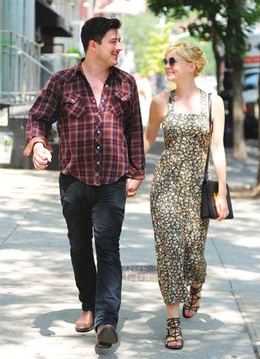 Carey Mulligan – Marcus Mumford :  Gaun Pengantin dan Sepatu Boot