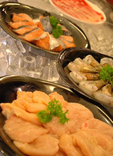 Cicip Seafood di Kapal Nelayan
