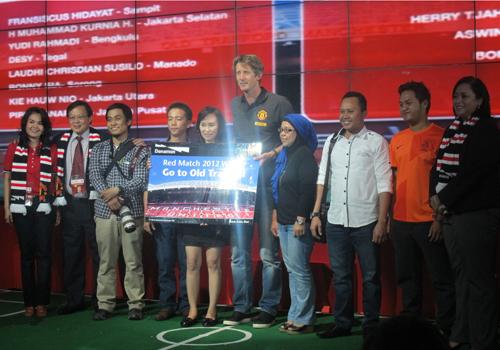 van Der Sar bertemu dengan pemenang Red Match 2012