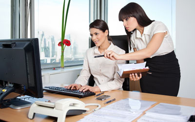 5 Alasan Jika Pria Lebih Menyukai Wanita yang Bekerja