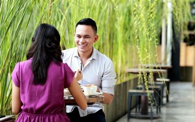 9 Tanda Pria Menganggap Kita Lebih dari Teman