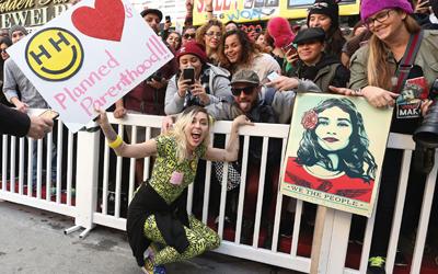 Miley Cyrus Peduli Kesejahteraan Anak Muda dan Anak Jalanan