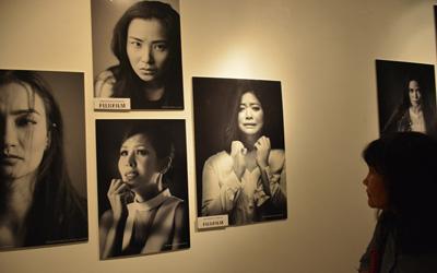 Wanita Kuat Dalam Pameran Foto 'Stop Violence With Art'