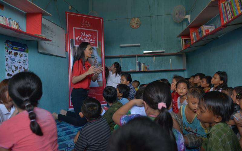 Putri Sulamit Sulawesi Utara Tria Divinity Malengsang Luncurkan Pasar Pustaka di Manado