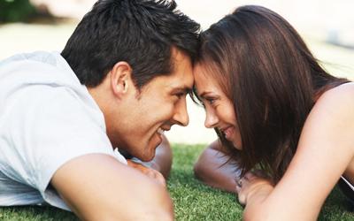 3 Trik Atasi Pasangan yang Kurang Jago Berciuman