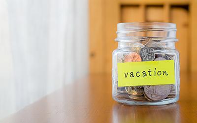 3 Tip Menyimpan Uang Receh untuk Tabungan Liburan