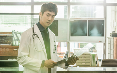 Yoo Yeon-seok Mengaku Gugup Berciuman dengan Seo Hyun-jin di Drama Seri Romantic Doctor, Teacher Kim