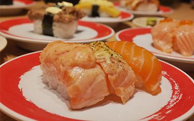Tanpa Pelayan, Sushi di Restoran Ini Diantar di Atas Kereta Cepat