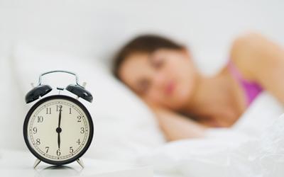 6 Alasan Asyiknya Bercinta di Pagi Hari