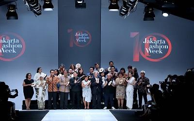 Perbedaan Melebur Menjadi Karya Mode, Jakarta Fashion Week 2018 Resmi Dimulai