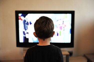 Tayangan Iklan di Televisi Menyebabkan Malnutrisi pada Anak?