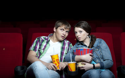 3 Cara Mengajak Pria Nonton Film Romantis