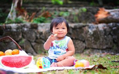 Ini Manfaat Anak Belajar Makan Sendiri
