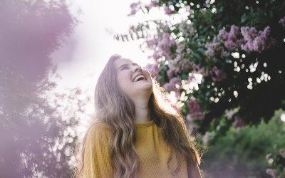5 Manfaat Tertawa bagi Kesehatan Tubuh dan Pikiran