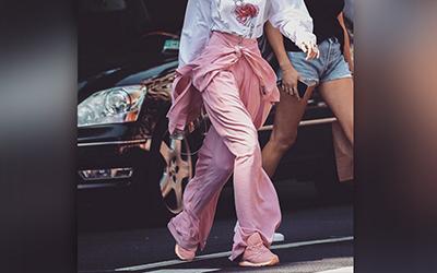 Merah Muda Jadi Warna Favorit Kendall Jenner hingga Gigi Hadid