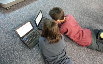 5 Tip Bagi Orangtua untuk Menerapkan Internet Aman Bersama Anak