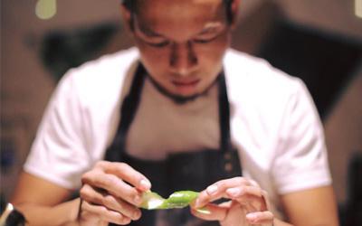 Bartender Hebat di Hong Kong Ini Asli Indonesia. Mau Mencoba Minumannya?