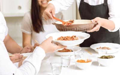 Jangan Salah Pilih Makanan Saat Berbuka Puasa, Cek 6 Trik Ini!