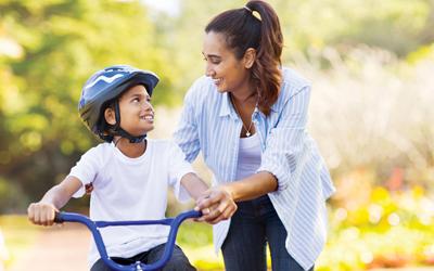 Lakukan 5 Langkah Ini Saat Mengajari Anak Bersepeda