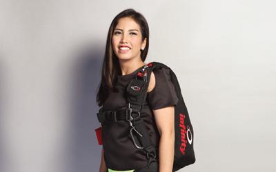 Naila Novaranti, Atlet dan Pelatih Terjun Payung di 47 Negara