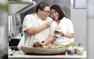 Chef Ragil Imam Wibowo dan Meilati Batubara: Dari Perut Turun ke Hati