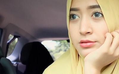 Riasan Alami ala Beauty Vlogger Natasha Farani