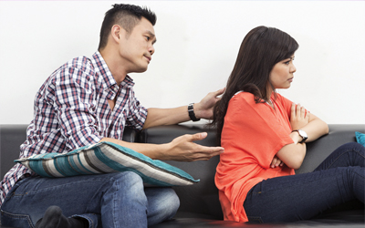 Cara Menghadapi Kekasih yang Jauh Lebih Tua dan Suka Menggurui
