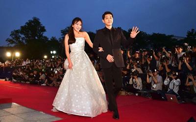 Kehadiran Song Hye-kyo dan Song Joong-ki di The 52nd Baeksang Art Awards Bikin Penggemar Descendants of the Sun Baper