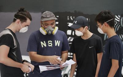 Siswa Jakarta Intercultural School Belajar Memahami Proses Lewat Membuat Mural Bersama Seniman Darbotz