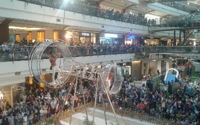 Sirkus Menegangkan Wheel of Death di Pondok Indah Mall