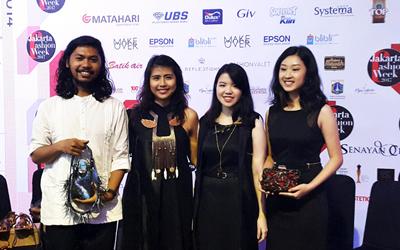 Empat Pemenang Lomba Perancang Aksesori 2016 Memamerkan Karya Mereka di Jakarta Fashion Week 2017