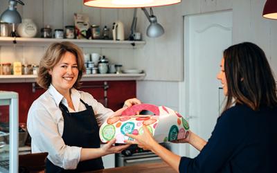 Mengemas Modern Kue Lokal: Packaging Naikkan Gengsi