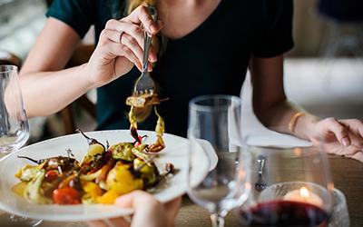 Ingin Makan Hemat? Cek Diskon dari 5 Aplikasi Promo Restoran Ini!