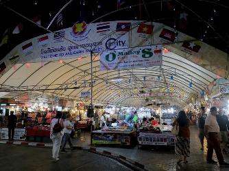 Chiang Mai Night Bazaar, Pasar yang Wajib Dikunjungi Saat Berada di Chiang Mai