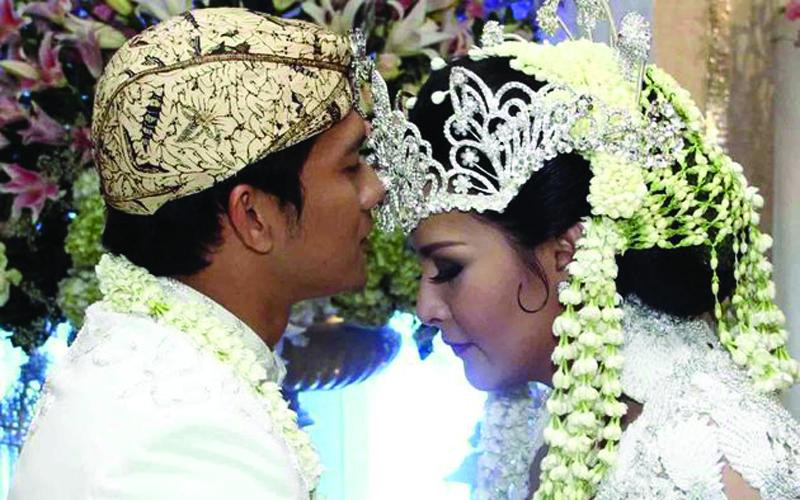 Kisah Cinta Audy Item & Iko Uwais