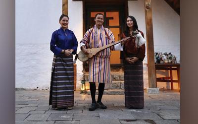 Mencoba Pakaian Tradisional Bhutan