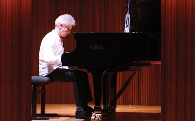 Mengapresiasi Debussy di Konser Musik Klasik Pianis Prancis