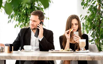 4 Cara Menghindari Berantem dengan Pasangan Gara-Gara Gadget