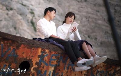 Hati Song Hye-kyo Berdebar-debar Karena Song Joong-ki di Descendants of the Sun