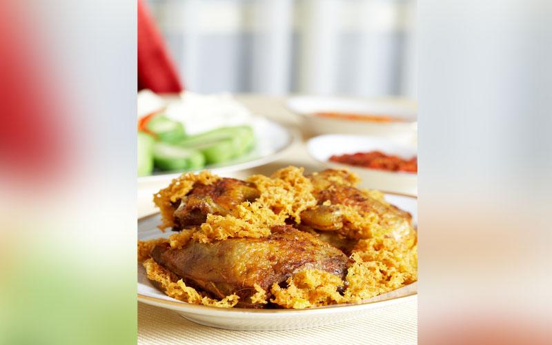 5 Warung Ayam Goreng yang Bikin Ketagihan