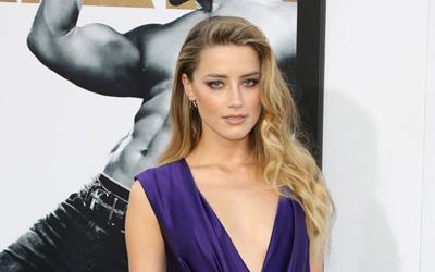 Di Tengah Kasus Perceraiannya dengan Johnny Depp, Amber Heard Menjadi Wanita Paling Cantik di Dunia Berdasarkan Perhitungan Sains
